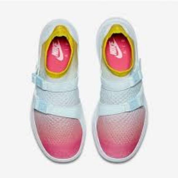 9be51cbaaf3e Nike womens air sockracer flyknit